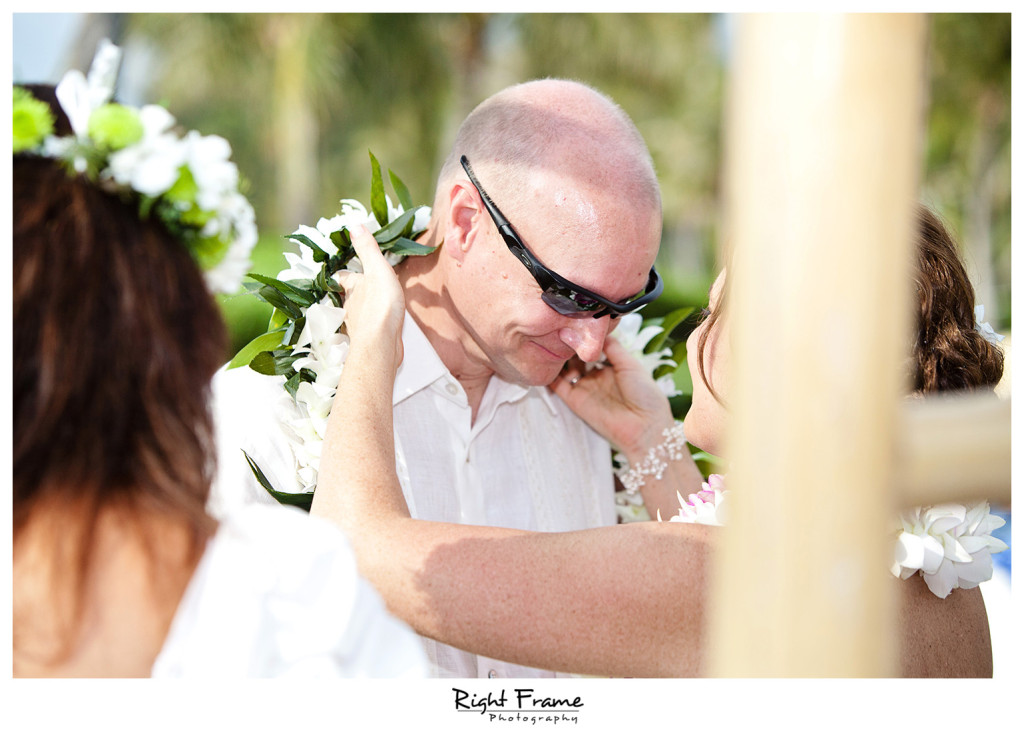012_Oahu_wedding_photographers_Paradise_cove_