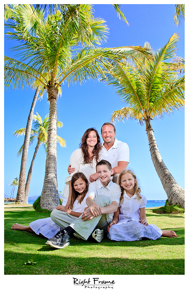 015_Family_Beach_Photographer_in_Honolulu_kahala_Beach