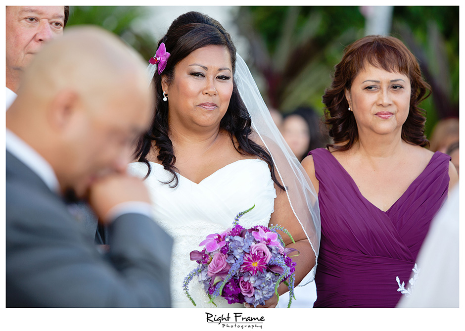 023_Hawaii_Wedding_Photographers_Oahu_moana_surfrider