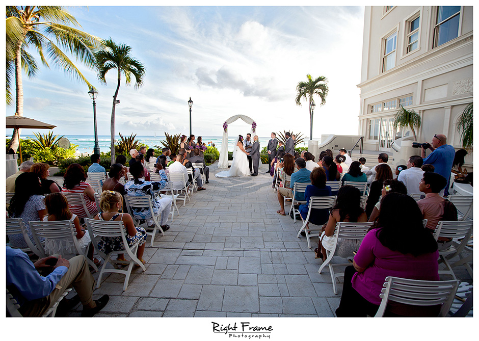 WEDDING IN WAIKIKI Moana Surfrider Hotel