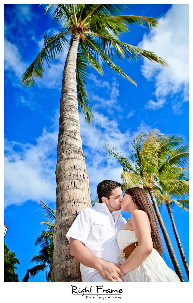 070_Oahu_engagement_photographers