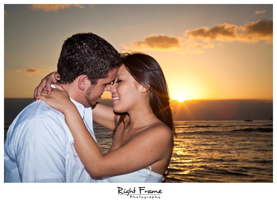 087_Oahu_engagement_photographers
