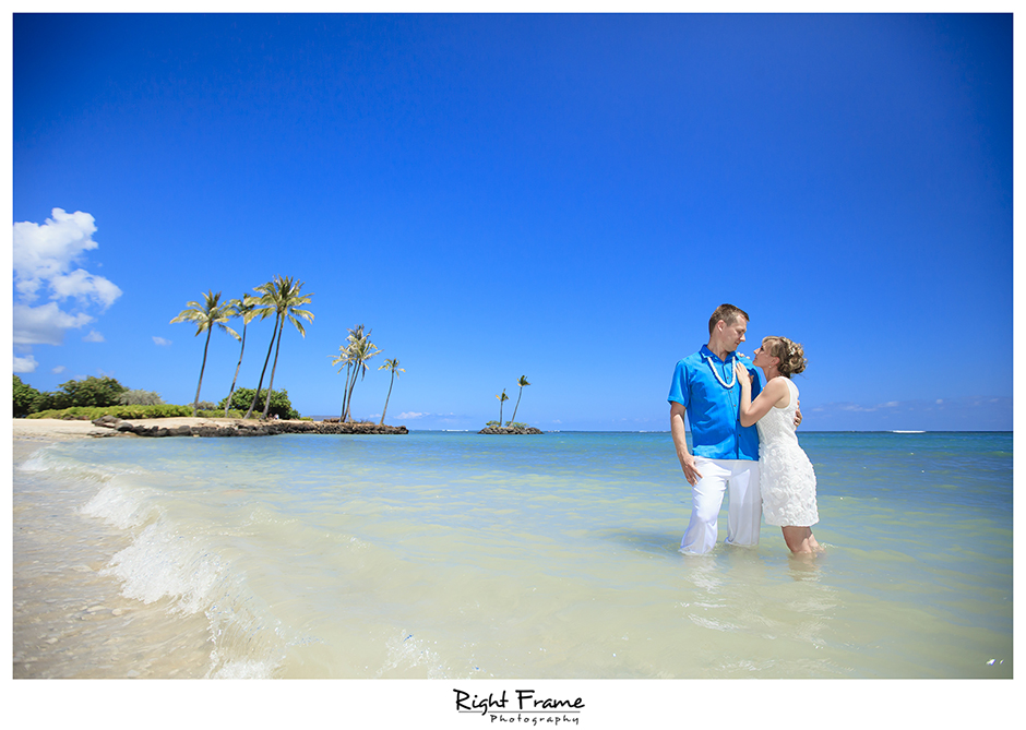009_Oahu_wedding_photographers_Kahala_Beach