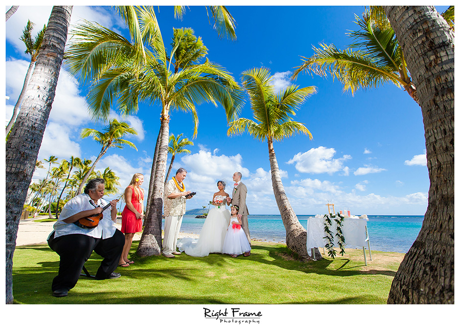 Beach Wedding Ceremony Oahu: Wedding Photography Oahu Hawaii