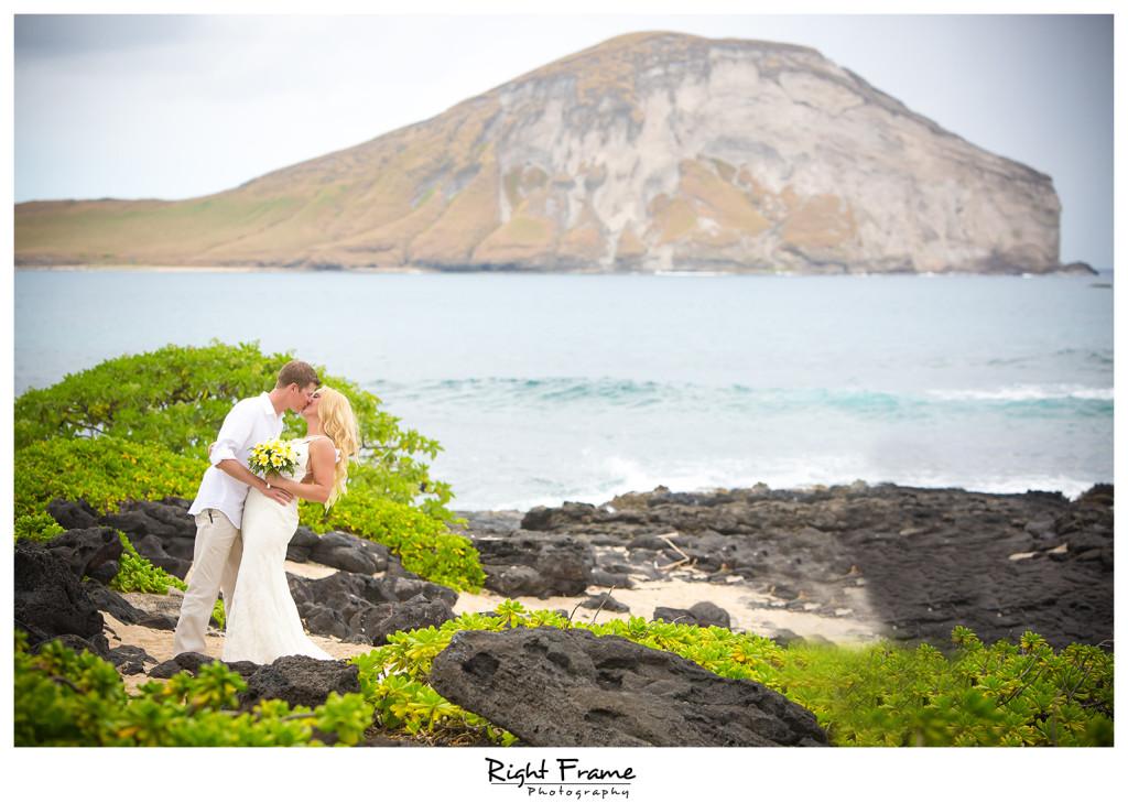 Hawaii destination wedding makapuu beach by right frame hawaii destination wedding makapuu beach junglespirit Choice Image