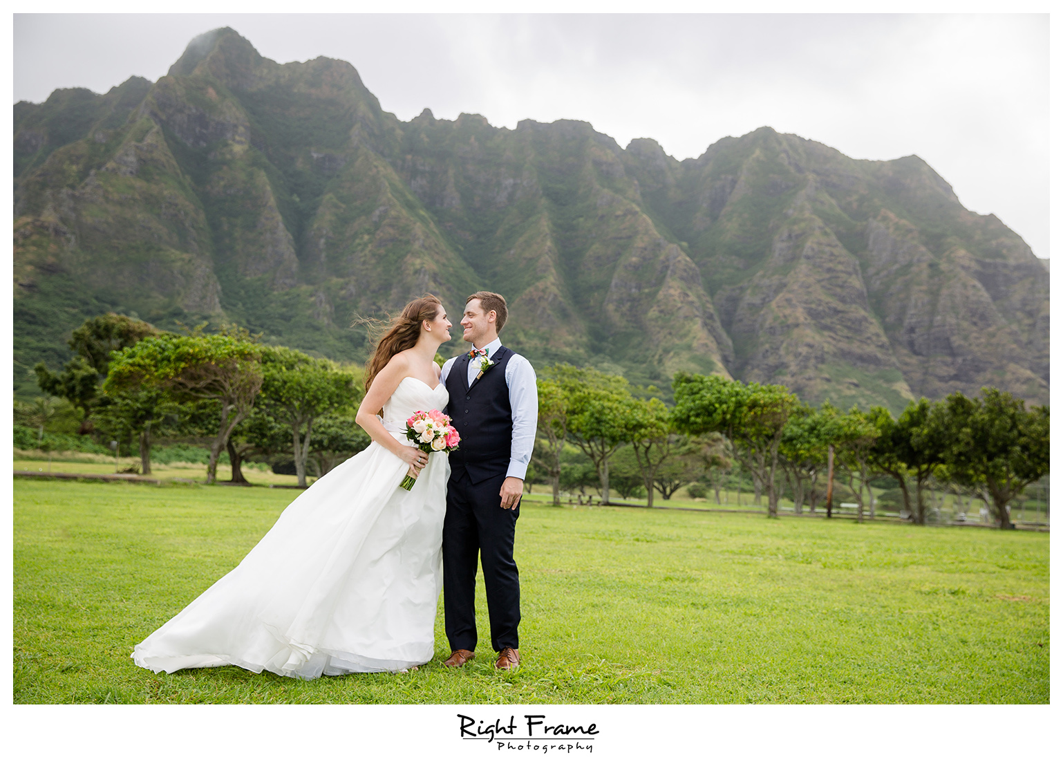 Hawaii Kualoa Ranch Wedding At Paliku Gardens By Right Frame Photography