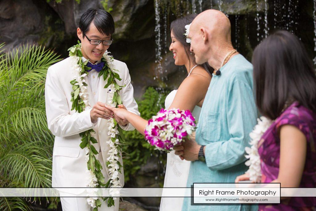 Oahu Waterfall Wedding at Pukalani Falls Garden