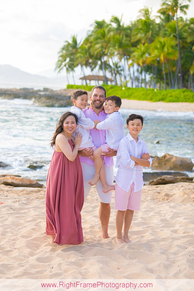 Extended Family Session on Oahu Beach