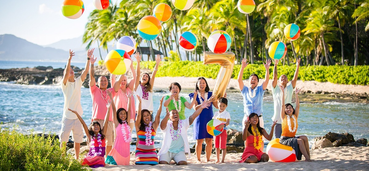 Family Large Group Portraits Photographer Hawaii Fun Beach Balls Oahu